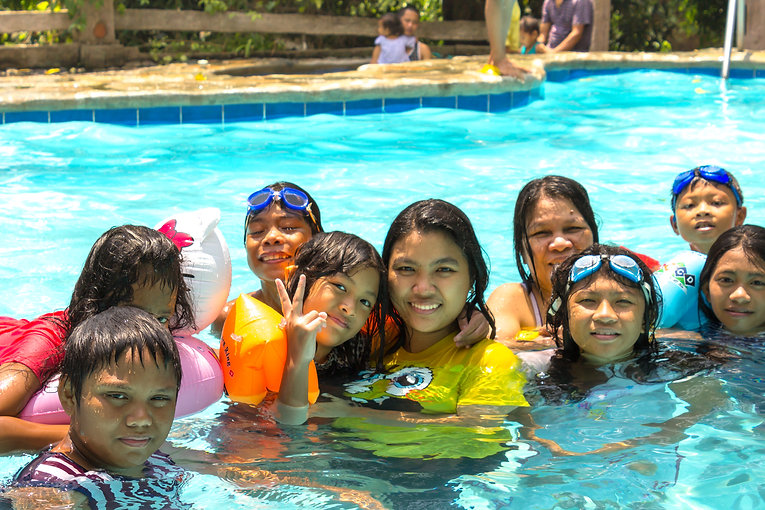 bunga biluso family summer swimming in Batis Pool