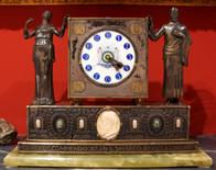 Orologio artistico da tavolo in argento sbalzato con le figure di Dante e Beatrice