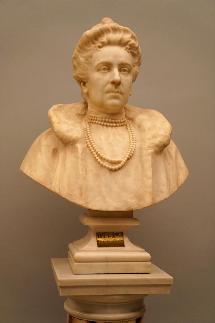 Busto in marmo di Ernesta Besso