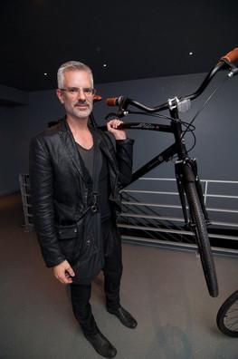 Philippe Dubuc - l'homme au vélo noir
