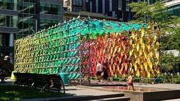 Une installation urbaine, une œuvre d'art en pleine rue. À quoi ça sert?