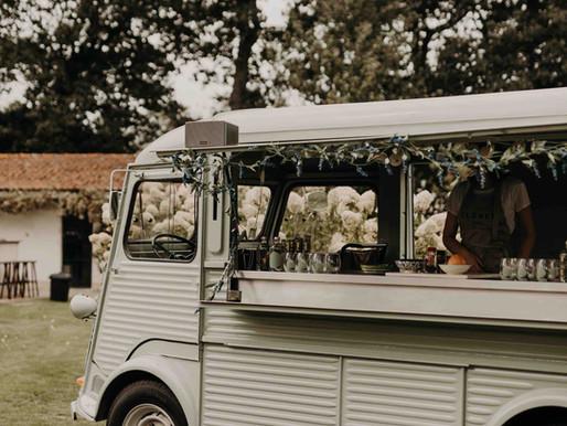 Hoe 3 zussen trouwfeesten veroveren met Gin én een busje