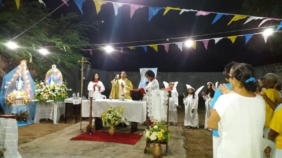 Missa de encerramento presidida pelo pároco padre Irailson Dias, pároco solidário, com grande presença de devotos da padroeira da Campina