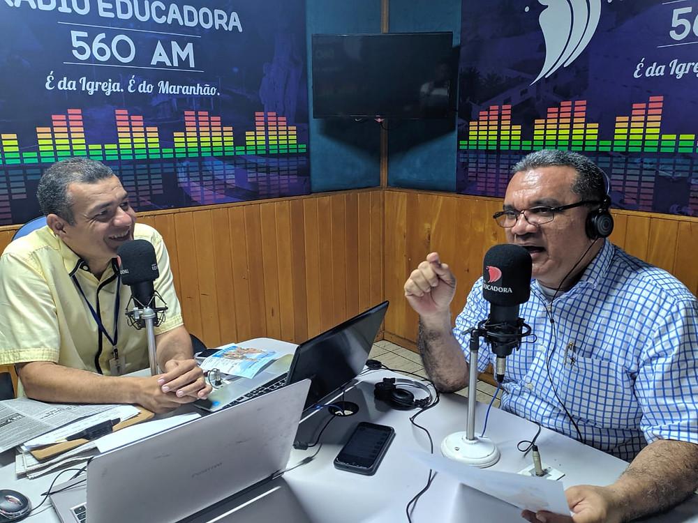 Em tom de alegria, o reitor, padre Cláudio Roberto, fala dos preparativos finais