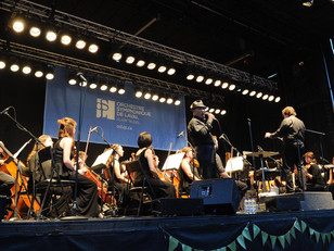 Colin and The Laval Symphony bring The Crooner show out with the 52 piece orchestra.