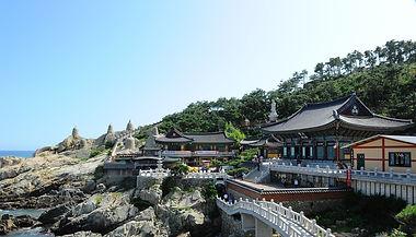 Busan-Haedong Yonggungsa Temple-crop.jpg