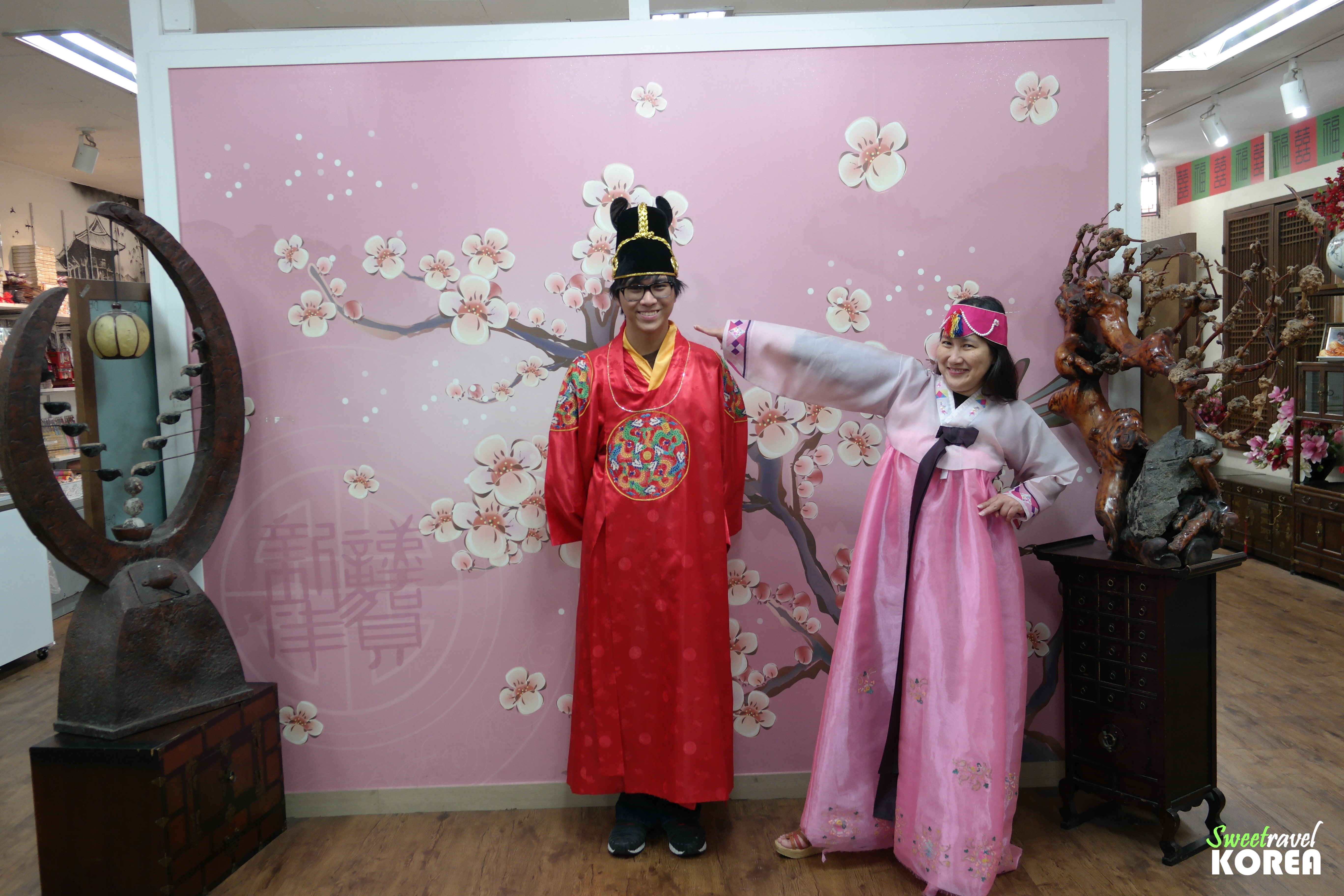 Korea-private-tour-hanbok.JPG