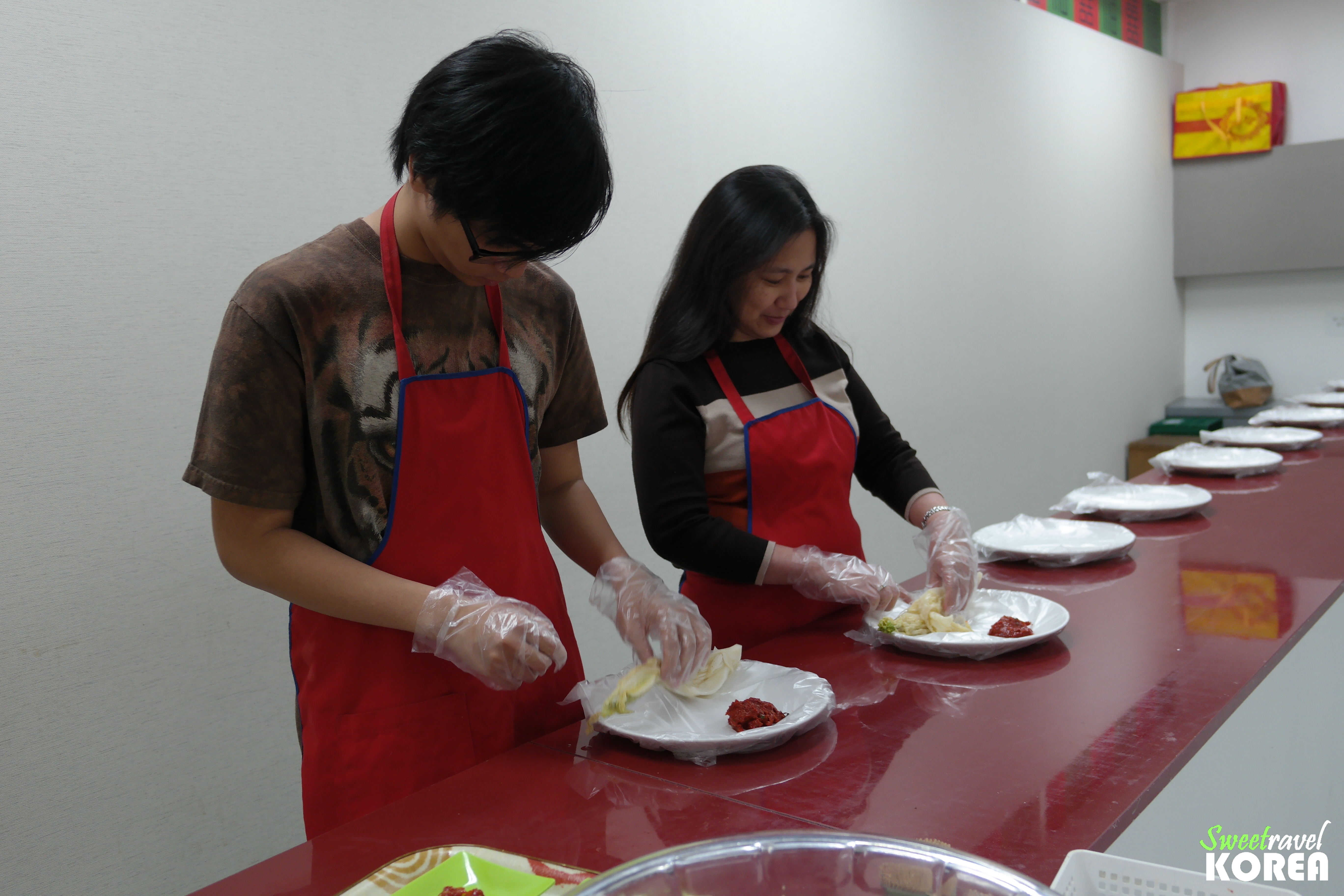 Korea-private-tour-kimchi-making.JPG