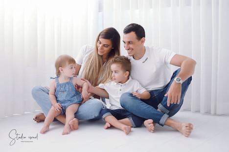 סטודיו ישראל - צילומי משפחה בסטודיו 098.