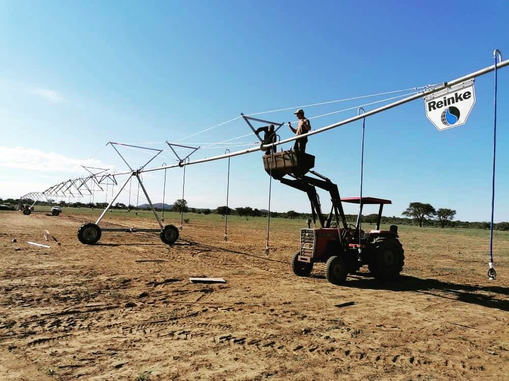 Installing a pivot in Dordabis