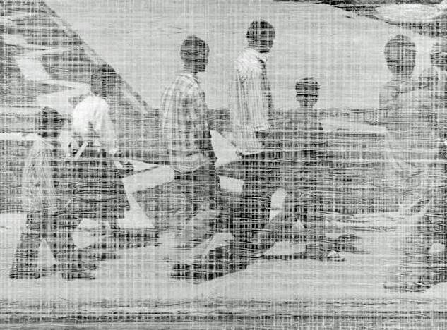 MEN WALKING  (INDIA)