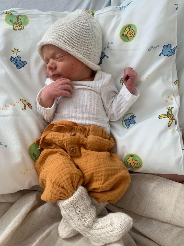 Nyfødt gutt på sykehuset