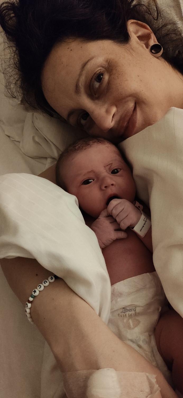 Helena og sin nyfødte baby