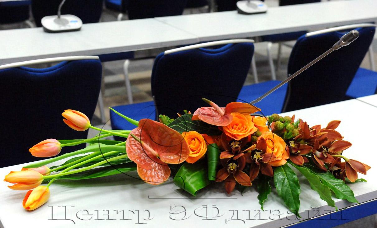 Букет на стол переговоров, цветы