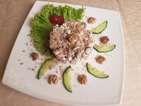 Теплый салат с куриной грудкой, шампиньонами и грецкими орехами 200 гр