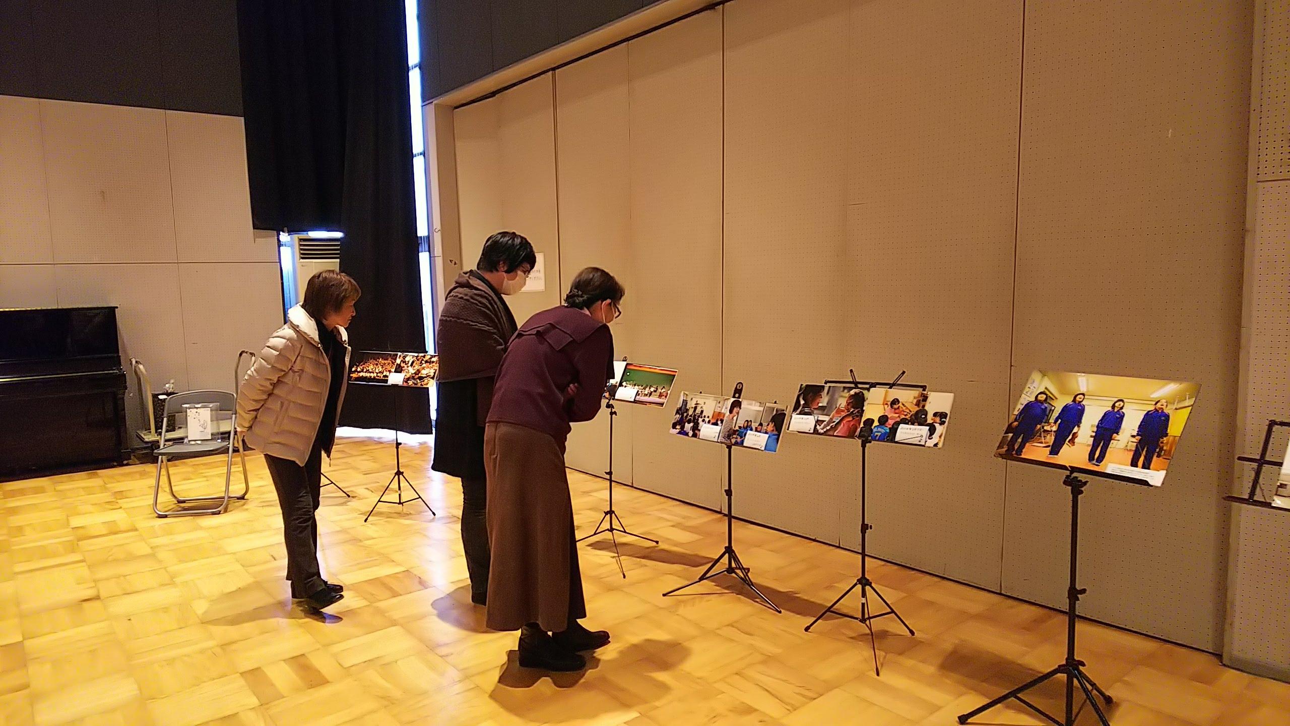 会場ではこれまでの活動を紹介する写真を展示しました