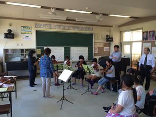 八幡小学校でのバイオリン教室の開講式
