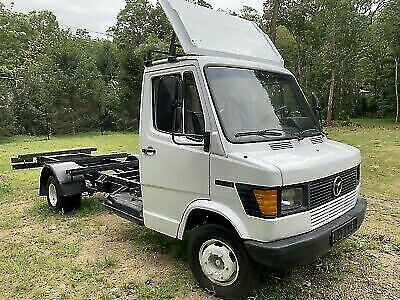 Blank Canvas Transporter: 1991 Mercedes 410D (611/TN)