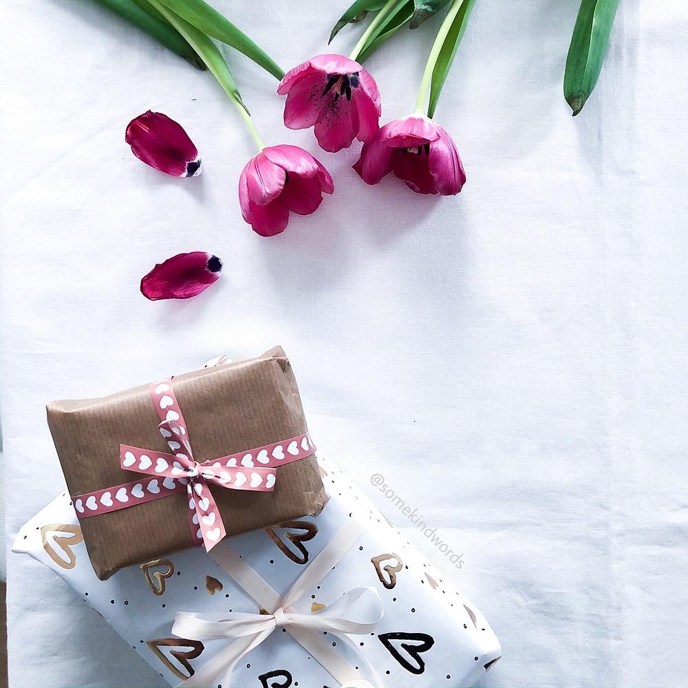 50 ideen, blog, blogpost, blogbeitrag, beitrag, Geschenkideen, frauen, männer, geschenke, ideen, ideen für geschenke, tante, onkel, oma, opa, inspirierende geschenke, schöne geschenke, schöne geschenkideen, verschenken, persönliche geschenke, present, mitbringsel, bruder, schwester, freund, freunding, partner, ehemann, ehefrau, tolle idee, neue ideen, 50, 60, 30, vorlage, beste ideen,