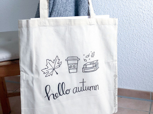 Autumn DIY: self-designed jute bags with lettering and doodles + free printable stencils