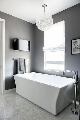 Free standig tub, Grey Master bathrom, Grey Wallpaper, Modern Bathroom,