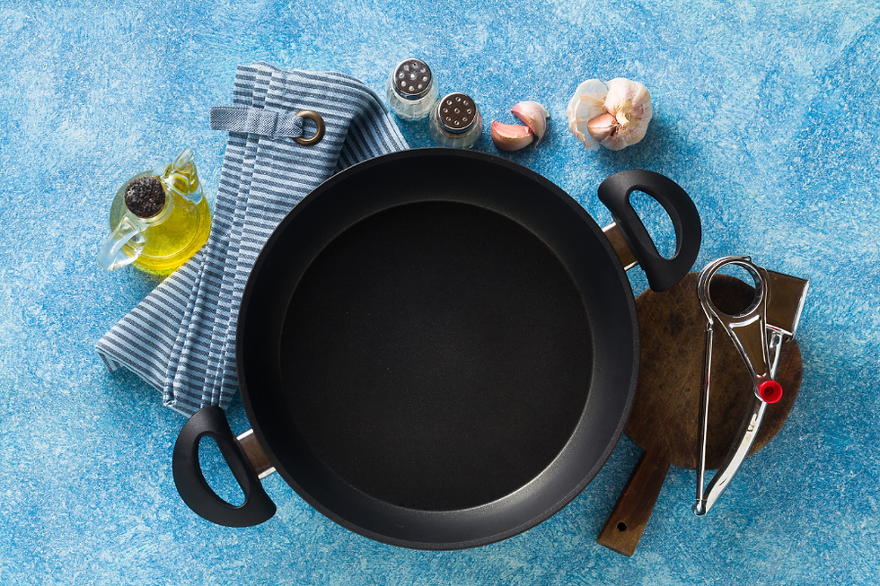 non-stick-frying-pan-table-cooking-food.