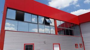 ציפוי חלונות חיצוני במפעל