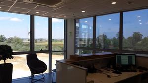 ההבדל בין חלון עם ציפוי לחלון ללא ציפוי