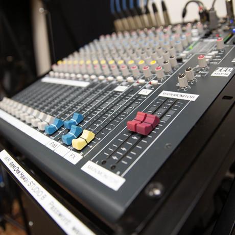 Allen Heath ZED16FX mixer