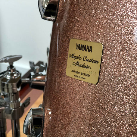 Yamaha Maple Custom Absolute drum badge