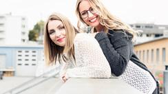 Saskia&Alisa_Brücke Kopie.jpg