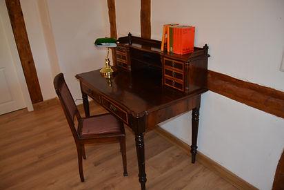 Schreibtisch 1.JPG
