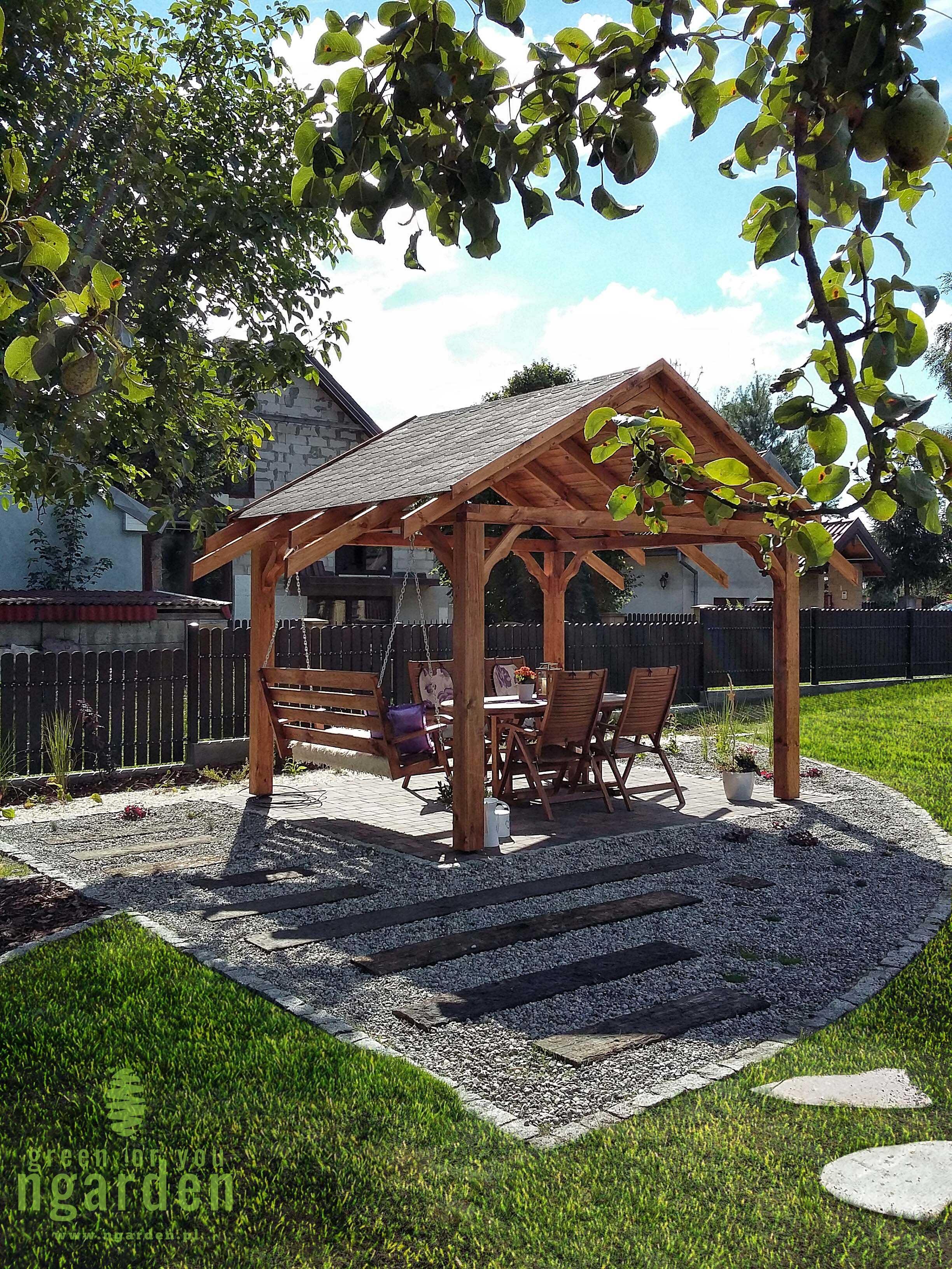 Elementy drewniane w ogrodzie