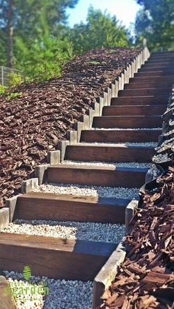 Ogród w Gdańsku schody na skarpie