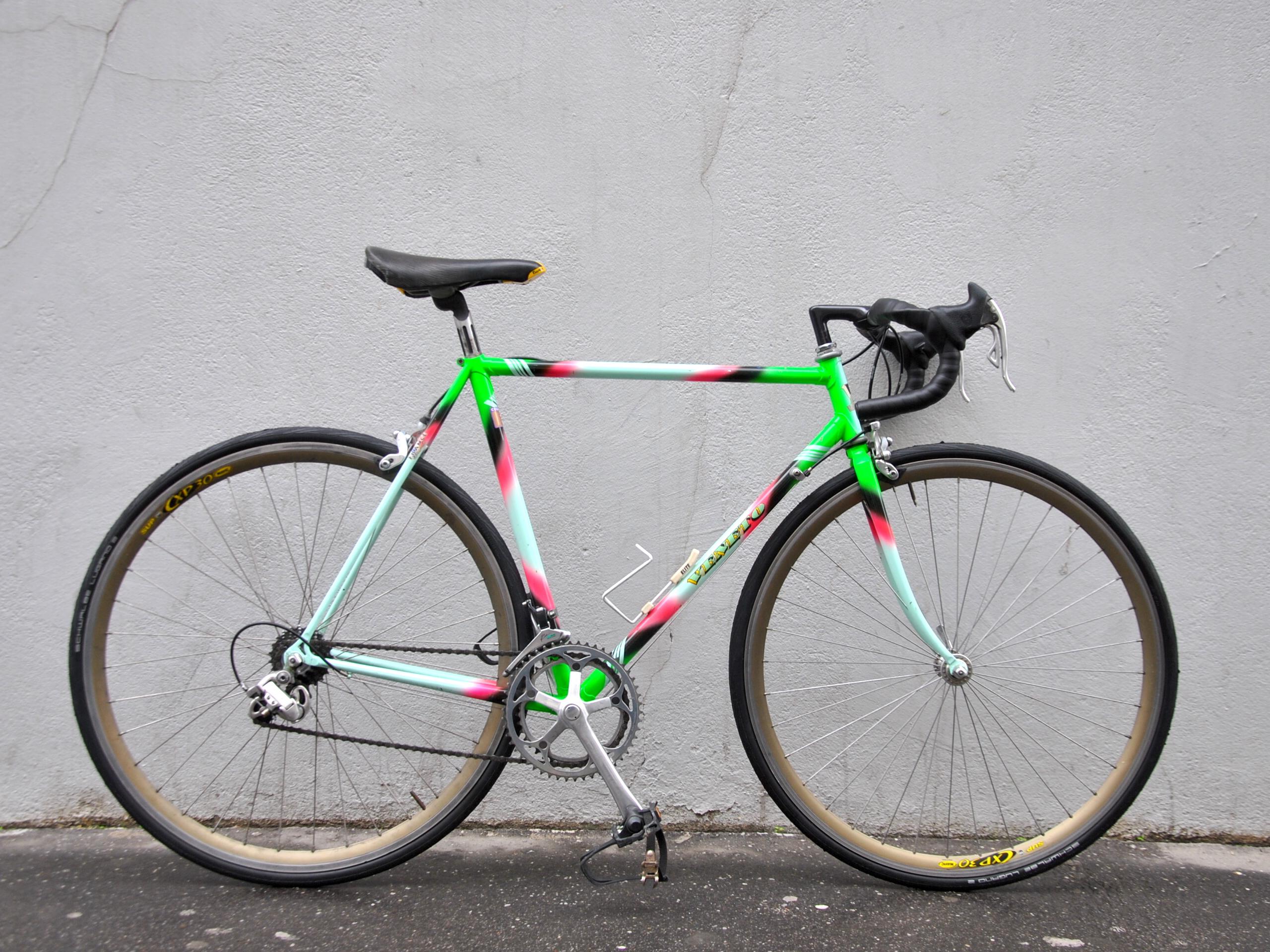 Vélo de course veneto fluo