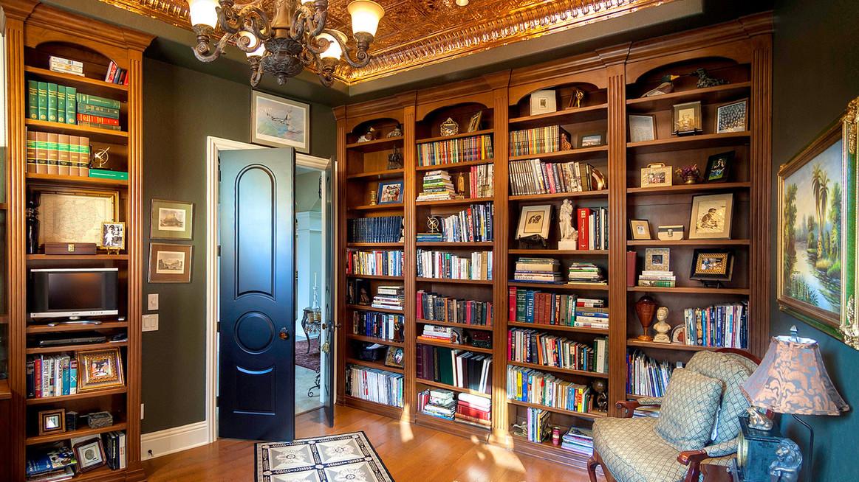 Villa Venezia library.jpg