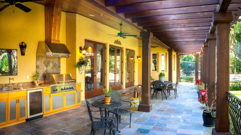 villa venezia summer kitchen.jpg