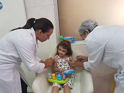 vacina simultânea-para-alivio-da-dor-da-vacina-em-crianças
