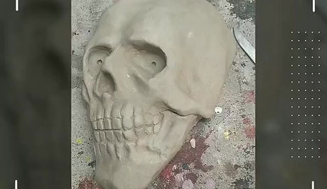 Skull wall decor w (movable eyes)