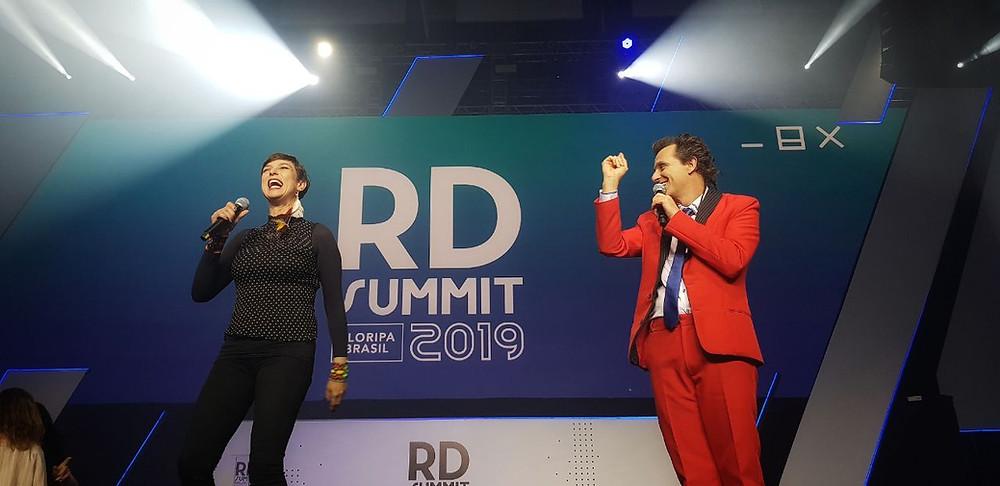 Maria Paula e Marcio Ballas foram os apresentadores do RD Summit 2019 e levaram muita descontração