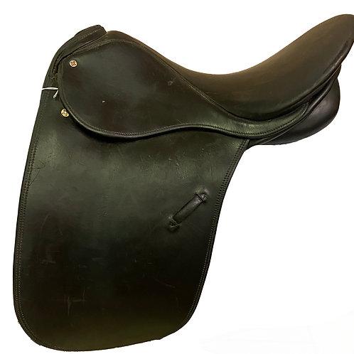 """Courbette Dressage 18"""" Saddle"""