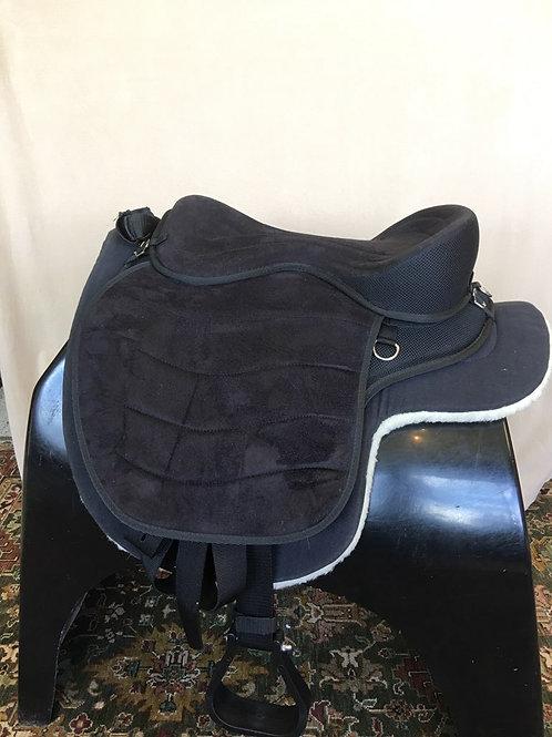 Cashel Treeless Soft Saddle Package
