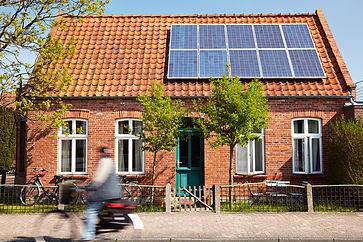Fachwerkhaus - Straße - Solaranlagen