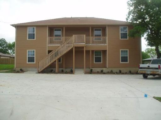 3 Bed, 2 Bath Apartment, Somerset, TX