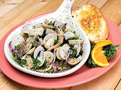 Steamer Clams with garlic bread