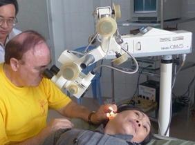 otoscopie sous microscope