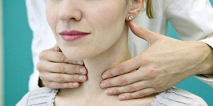 palpation cervicale et thyroïde