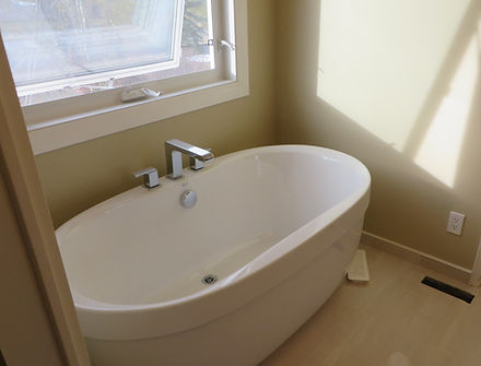 free standing acrylic bathtub