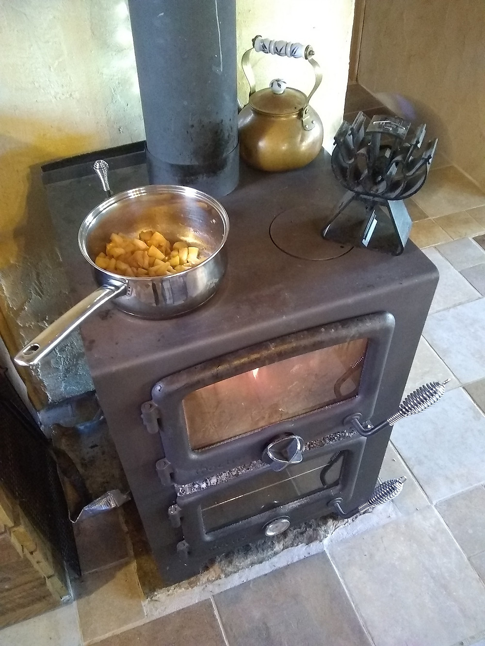Vermont Bun Baker wood stove cooks oatmeal