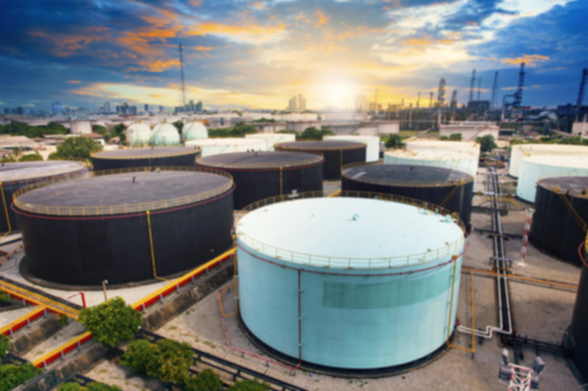 oil-storage-tank-in-petrochemical-refine